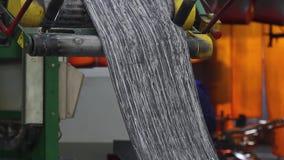 在造型前的橡皮筋儿在轮胎工厂 股票视频