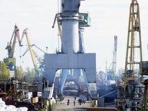 在造船厂的早晨 免版税库存图片