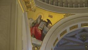 在逾越节宴餐的宗教正统崇拜在教会寺庙 礼节圣洁的教士 标准图装饰在 股票视频