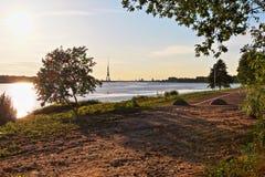 在道加瓦河的日落 库存图片