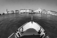 在道路的渡轮通往威尼斯 免版税库存照片