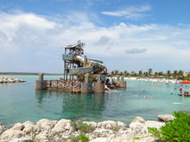 在遭难的岩礁的海滩 库存照片