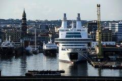 在那不勒斯口岸的船在日落 免版税库存照片