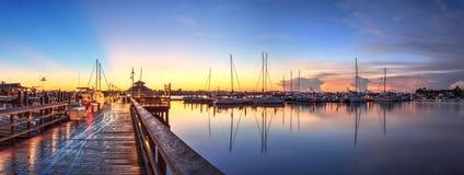 在那不勒斯市船坞的日出在那不勒斯,佛罗里达 图库摄影