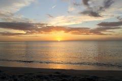 在那不勒斯海滩的日落 免版税库存照片