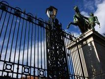 在那不勒斯,意大利电烙在翁贝托前面的篱芭我画廊 免版税库存图片