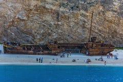 在那瓦伙族人海湾的凹下去的船  扎金索斯州海岛  库存图片