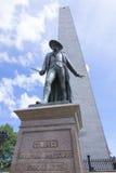 在邦克山的雕象在波士顿 免版税库存图片