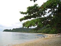 在邦咯岛,马来西亚海边的一条小船  库存照片