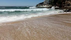 在邦迪海滩,悉尼,澳大利亚的太平洋波浪 股票视频