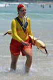 在邦迪滩的海浪救护设备 库存照片