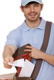 在邮政工作人员上写字 库存照片
