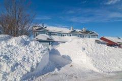 在郊区居民的冬天 库存图片