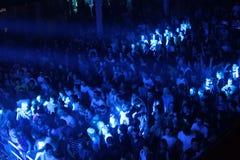 在都市波浪的节日人群fistival 2011年4月16日在米斯克,白俄罗斯 库存图片