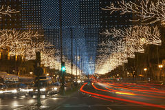 在都市街道上的光足迹 库存照片