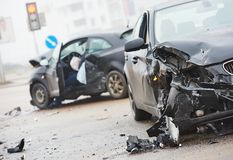 在都市街道的车祸碰撞 库存图片