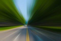在都市高速公路路隧道的速度行动 免版税库存图片