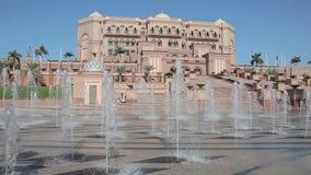 在酋长管辖区宫殿的喷泉在阿布扎比 免版税图库摄影
