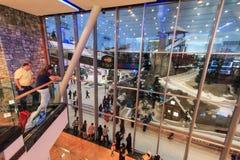 在酋长管辖区的购物中心的里面滑雪迪拜在迪拜,阿拉伯联合酋长国 库存图片