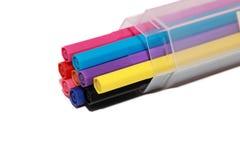 在配件箱的五颜六色的笔 免版税库存照片