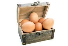 在配件箱的鸡蛋 图库摄影