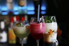 在酒吧和咖啡的三个不同鸡尾酒 免版税库存照片