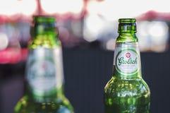 在酒吧的两个Grolsch啤酒瓶 免版税库存图片