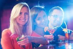 在酒吧的党 免版税库存照片