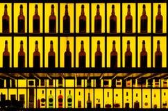 在酒吧的各种各样的酒精瓶 免版税库存图片