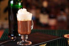 在酒吧的浓咖啡 圣帕特里克假日的概念 假日ba 库存照片