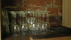 在酒吧的玻璃 影视素材