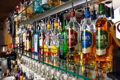 在酒吧的酒精瓶 库存图片