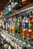在酒吧的酒精瓶 图库摄影