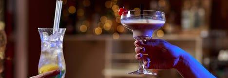 在酒吧的Coctails 免版税图库摄影