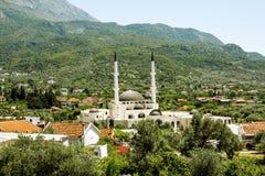 在酒吧附近老镇的清真寺在黑山在一个夏日 库存图片