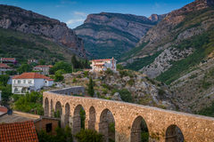 在酒吧,黑山的古老石桥梁 免版税库存照片