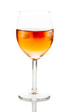 在酒杯的饮料与冰块 免版税库存照片