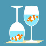 在酒杯的Clownfish 图库摄影