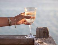在酒的多士在加勒比 免版税库存图片