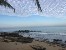 在酸值朗塔海滩的黎明 免版税库存照片