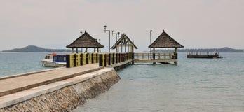 在酸值荣,柬埔寨的旅游码头 免版税库存图片