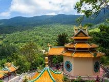在酸值阁帕岸岛海岛上的中国寺庙  图库摄影