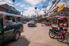 在酸值阁帕岸岛,泰国的地方街道 免版税库存照片