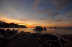 在酸值陶海岛的美好的日出 库存照片