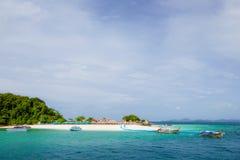 在酸值Kai Nai海岛的美丽的海滩 免版税库存图片