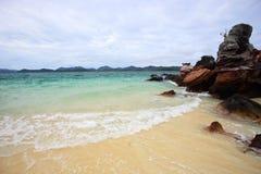 在酸值Kai Nai海岛的美丽的海滩 图库摄影