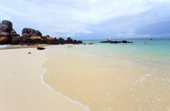 在酸值Kai Nai海岛的美丽的海滩 库存图片