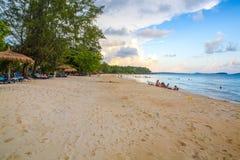 在酸值kong省的戈公岛白色海滩在柬埔寨 图库摄影