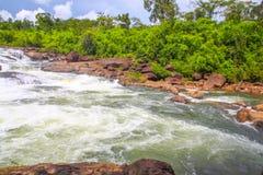 在酸值kong省的Ta Tai瀑布在泰国边界附近的柬埔寨王国 库存照片