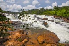 在酸值kong省的Ta Tai瀑布在泰国边界附近的柬埔寨王国 免版税库存照片